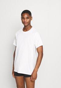 Calvin Klein Underwear - CLASSICS CREW NECK 3 PACK - Camiseta interior - grey - 4