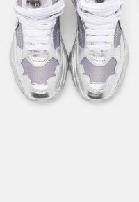 Iro - Tenisky - silver/white - 6