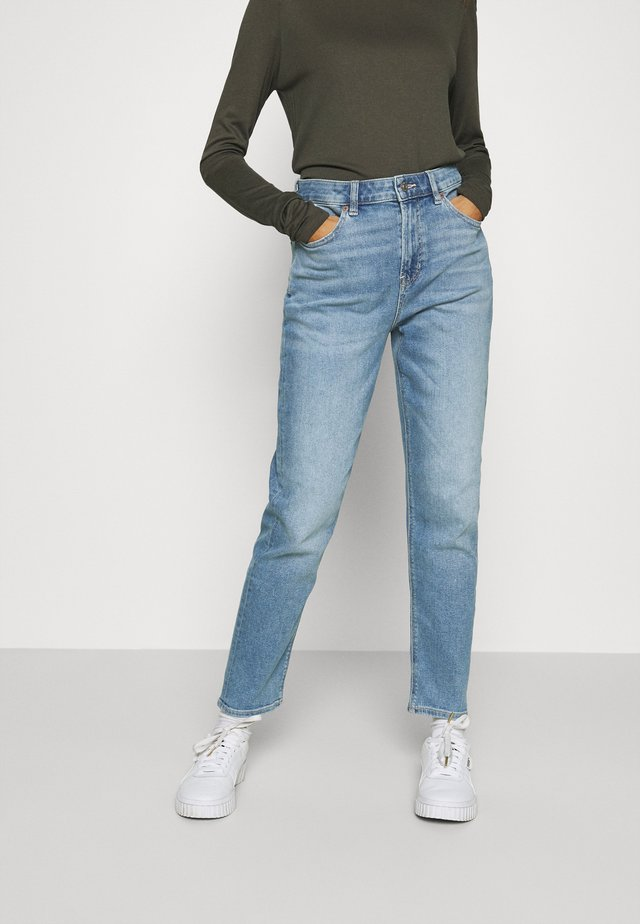 MOM JEANS - Slim fit -farkut - washed blue