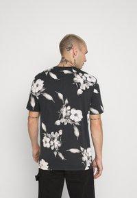 Religion - FLORAL TEE - T-shirt med print - wash black - 2