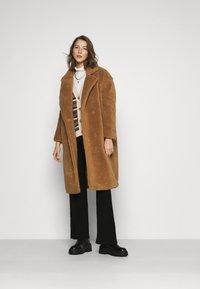 ONLY - ONLEVELIN LONG COAT  - Classic coat - rubber - 1