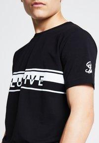 SIKSILK - LONDON  - Print T-shirt - black - 3