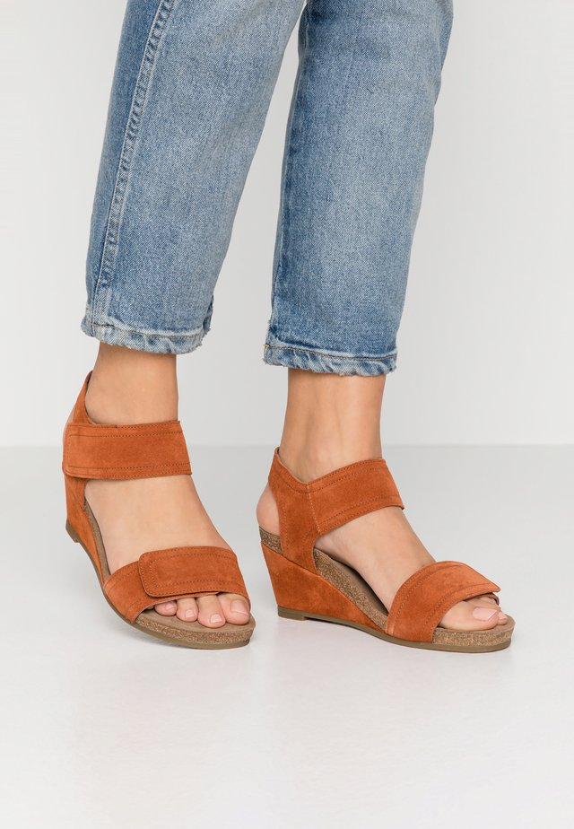 Wedge sandals - light cognac
