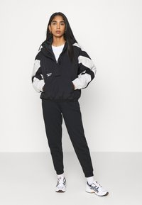 Reebok Classic - TWIN PUFF JACKET - Winter jacket - black - 1