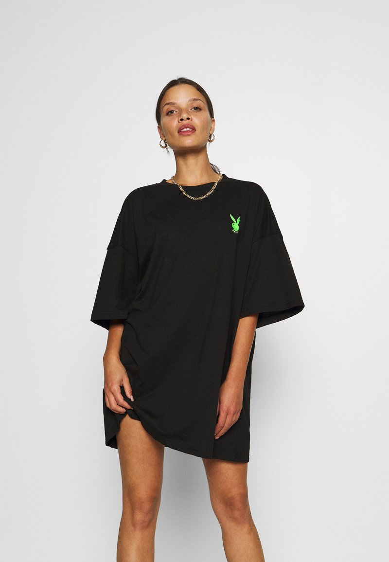 Missguided Petite - PLAYBOY BUNNY REPEAT DRESS - Vestido ligero - black