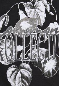 Common Kollectiv - FLORAL UNISEX - Print T-shirt - black - 5