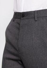 Isaac Dewhirst - STAND ALONE TEXTURE - Spodnie garniturowe - grey - 5