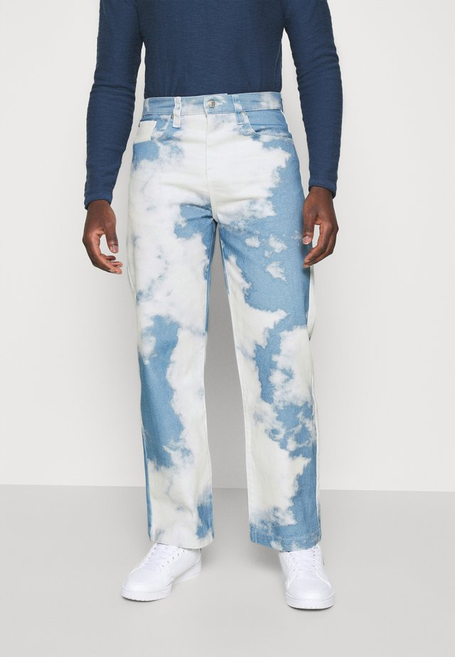 CLOUD SKATE - Relaxed fit -farkut - blue