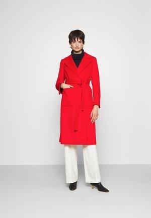 RUNAWAY - Klassinen takki - red