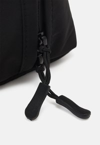 TYPO - ESSENTIAL POUCH - Kosmetiktasker - black/cool grey - 8