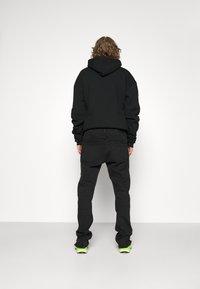 Pegador - BAYAMO DISTRESSED ANKLE - Straight leg jeans - black - 3