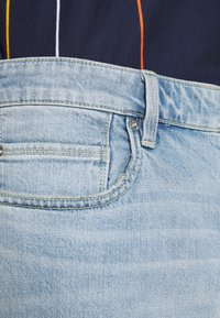 s.Oliver - BERMUDA - Jeans Shorts - light blue denim - 4