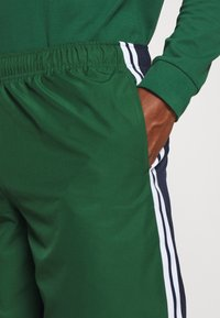 Lacoste Sport - SHORTS - Sports shorts - green - 4