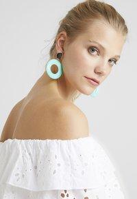 Topshop - PASTEL DROP - Boucles d'oreilles - turquoise - 1