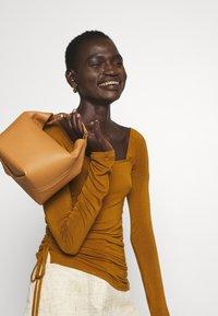 Rejina Pyo - MIRA TOP - Long sleeved top - brown - 2