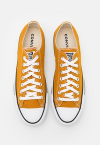 Converse - CHUCK TAYLOR ALL STAR - Trainers - saffron yellow - 3