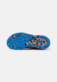 ASICS - NOOSA TRI 13 - Competition running shoes - white/shocking orange - 4