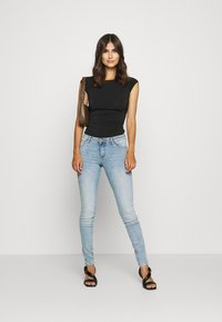 Guess - ULTRA CURVE - Jeans Skinny Fit - blue denim - 1