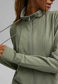 Esprit - MIT HOHEM KRAGEN - Zip-up sweatshirt - light khaki - 3