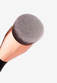 Luvia Cosmetics - BUFFER BRUSH - Pennelli trucco - - - 3