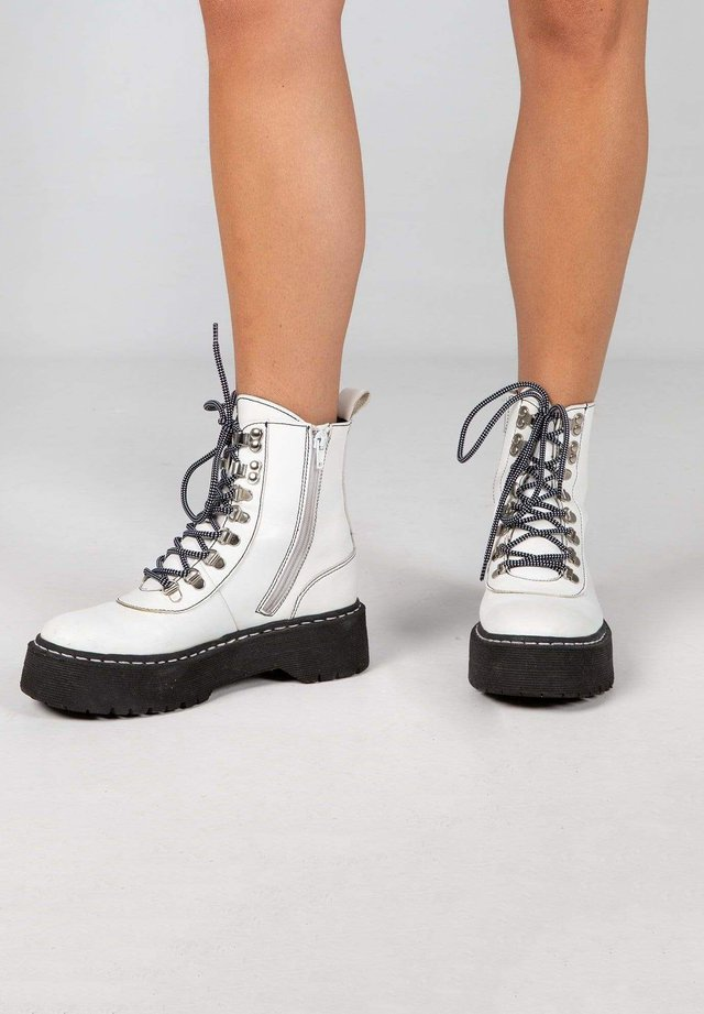 Lace-up boots - white