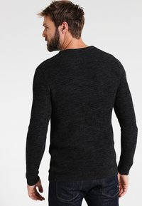 Selected Homme - SHXNEWVINCEBUBBLE CREW NECK - Jumper - anthracite/twisted black - 2