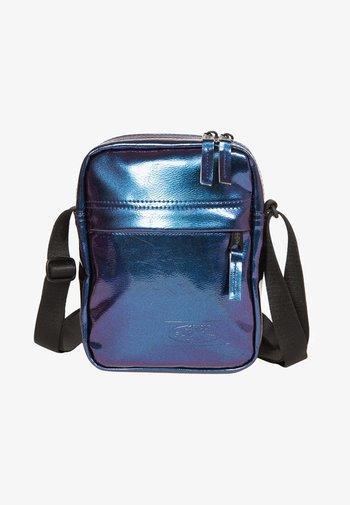 CONTEMPORARY - Across body bag - pearl purple