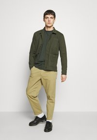 Knowledge Cotton Apparel - PINE HEAVY - Summer jacket - forest night - 1