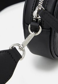 MCM - ESSENTIAL VISETOS ORIGINAL CROSSBODY SMALL UNISEX SET - Across body bag - black/white - 5