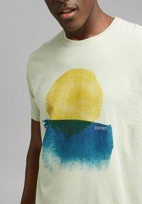 Esprit - ARTWORK - Print T-shirt - pastel green - 3