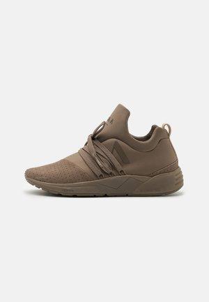 RAVEN S-E15 UNISEX - Sneakers - walnut/nude
