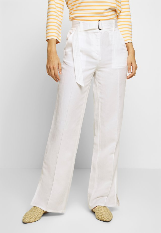 PANTS STRAIGHT FIT WITH SLIT D-RING BELT - Trousers - clear white