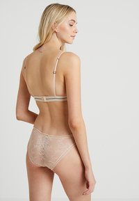 LOVE Stories - DARLING - Triangle bra - sand - 2