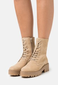 Mexx - GINTO - Platform ankle boots - beige - 0