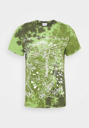 SKELETON SLOGAN GRAPHIC TYE DYE - Print T-shirt - green