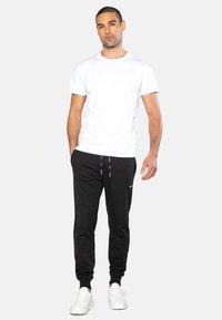 Threadbare - OBIE - Pantaloni sportivi - black - 1