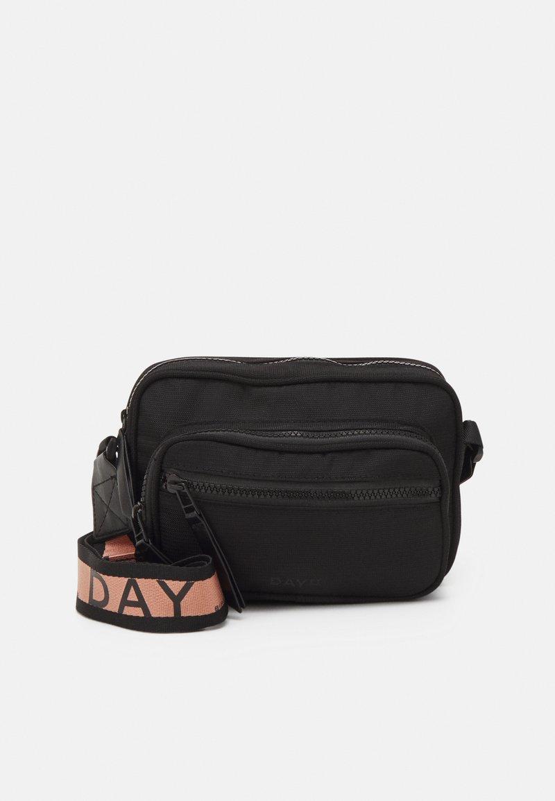 DAY ET - EFFECT - Across body bag - black