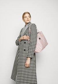 MCM - SHOPPER PROJECT VISETOS MEDIUM SET - Shopping bag - powder pink - 0