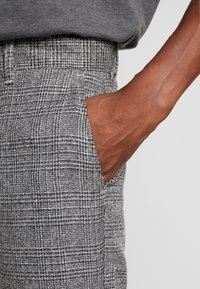 Solid - SLIM BARRO - Trousers - grey - 5