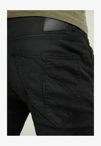 CHASIN' - Jeans Tapered Fit - black - 3