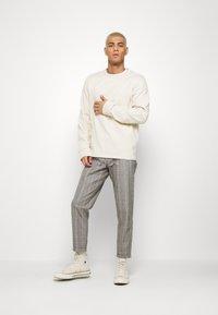 Nerve - DURAN PANTS - Chino kalhoty - grey check - 1