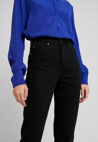 Selected Femme - MOM - Relaxed fit -farkut - black denim - 4