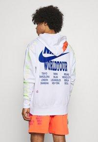 Nike Sportswear - HOODIE - Luvtröja - white - 2