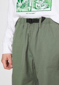 Carhartt WIP - CLOVER LANE - Shorts - dollar green stone washed - 5