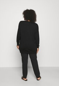 CAPSULE by Simply Be - SLOUCHY V NECK  - Jumper - black - 2