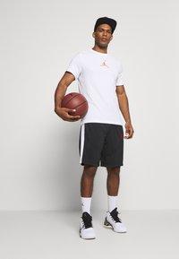 Jordan - JUMPMAN CREW - Print T-shirt - white - 1