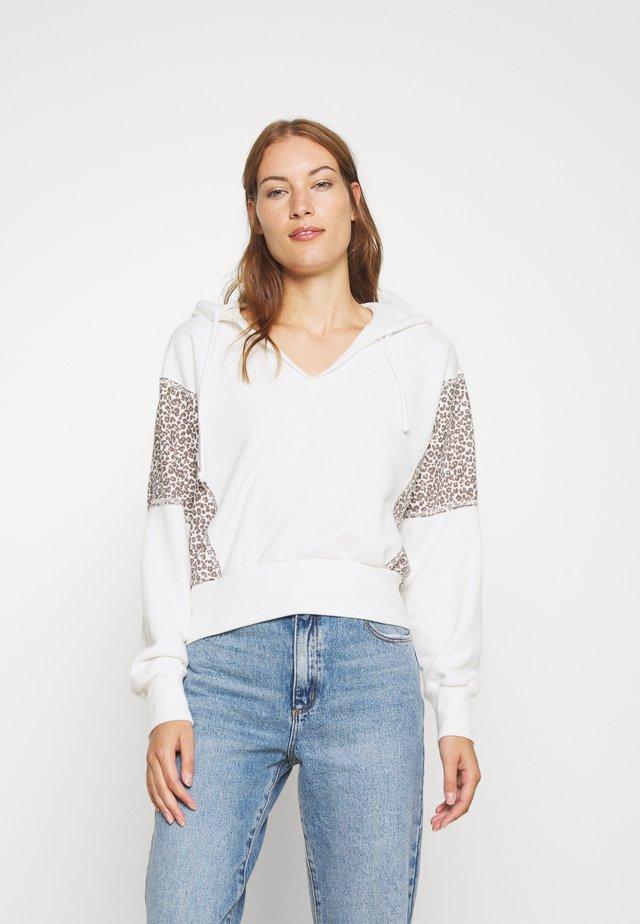 NON LOGO SPLIT NECK - Bluza z kapturem - white