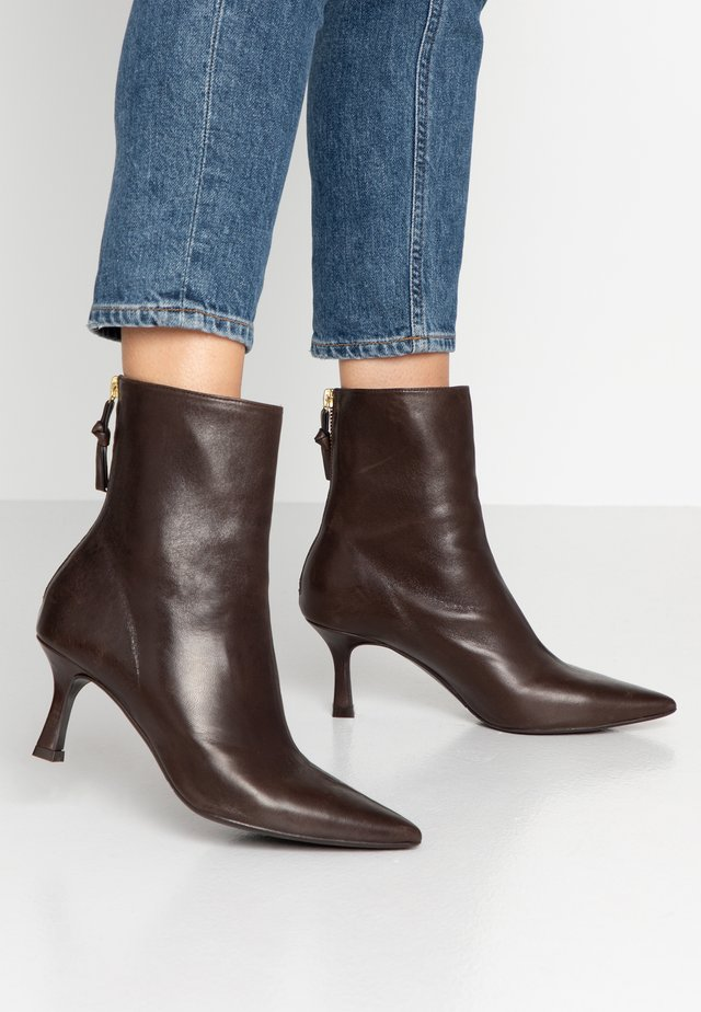 Classic ankle boots - brown/gold