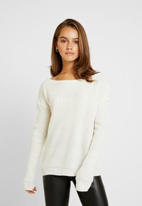 Missguided Petite - OPHELITA OFF SHOULDER JUMPER - Jumper - cream - 0