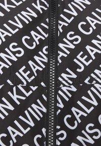 Calvin Klein Jeans - PACKABLE HOOD WINDBREAKER - Veste légère - black - 7